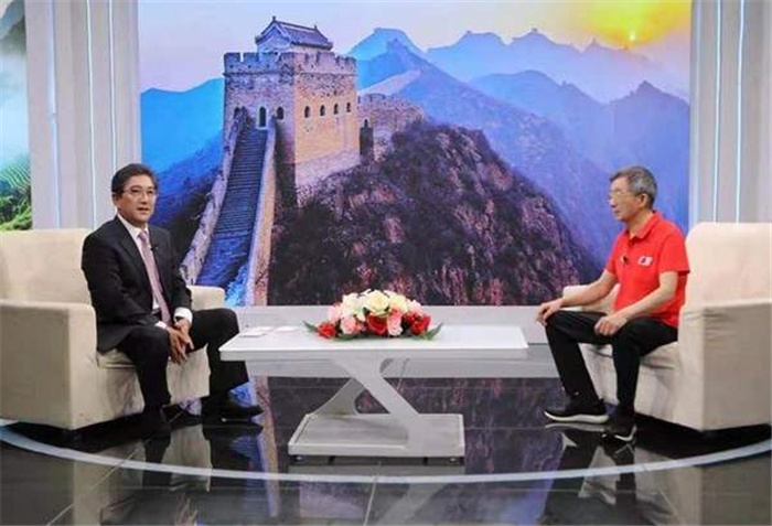 高端访谈:央视主持人水均益就艺术和公益对话黄建南